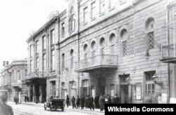 """Leyli və Məcnun operasının səhnəyə qoyulduğu """"Tağıyev teatrı"""" 1910-cu il."""