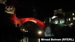Slika Predraga Lucića uz Stari most, Mostar