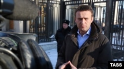 Алексей Навльный у здания Следственного комитета России