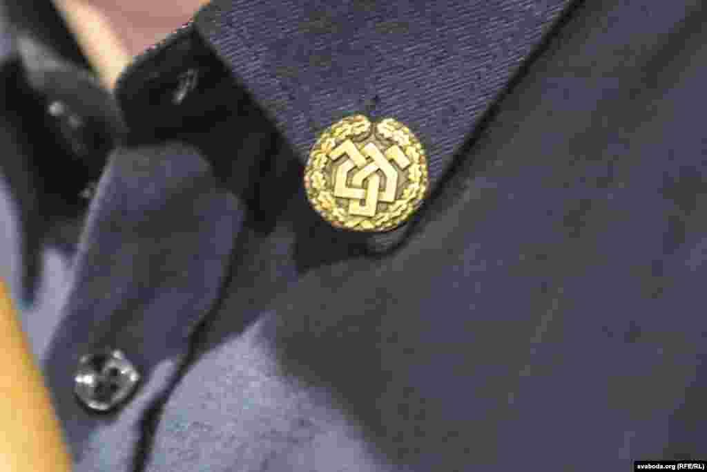 Значок з эмблемай «Белага легіёну»