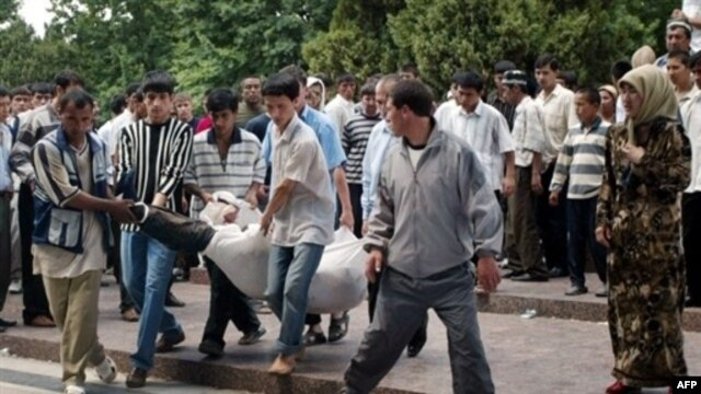 Locals carry the body of a victim of the clashes in Andijon on May 14, 2005. The official death toll was 187,  but witnesses and rights groups say the real figure is much higher.