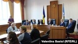 Curtea de Conturi. Veaceslav Untilă în centru