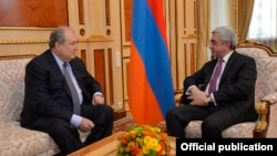 Armenia - President Serzh Sarkisian (R) meets with Armenian Ambassador to Britain Armen Sarkissian in Yerevan, 19Jan2018.