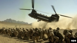 """آقای بهبن، سخنگوی وزارت خارجه افغانستان:""""تا زمانی که ریشه های تروریسم از بین نرود، نیروهای بین المللی باید در افغانستان حضور داشته باشند""""."""