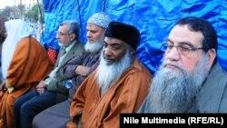 زعيم حركة الجهاد عبود الزمر الاول من اليمين