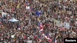 Участь у демонстрації взяли відомі чеські актори, громадські діячі, студентська молодь, родини з дітьми, фермери, підприємці, громадяни усіх вікових категорій як зі столиці, так і з міст і сіл з усієї Чехії