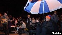 Armenia -- Opposition leader Raffi Hovannisian on hunger strike in Yerevan's Liberty Square, 21Mar2011.