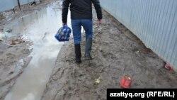 Паводки в селе в Казахстане. Иллюстративное фото. 16 апреля 2017 года.