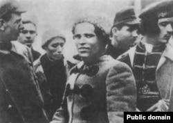 Нестор Махно (1888–1934), політичний та військовий діяч, командувач Революційної повстанської армії України, керівник селянського повстанського руху 1918–1921 років, відомий анархіст і тактик ведення партизанської війни. 1919 рік