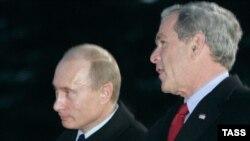 رییسان جمهوری روسیه و آمریکا روز چهارشنبه در باره مسایلی از جمله برنامه هسته ای ایران، تلفنی گفت و گو کردند