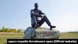 Памятник Василию Шукшину в Алтайском крае