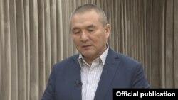 Кызматтан кетүү арызын жазган Транспорт жана жолдор министри Жамшитбек Калилов.