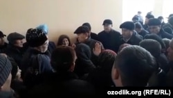 Самарқанд вилояти ҳокими уйи бузилишга тушган аҳоли билан учрашди