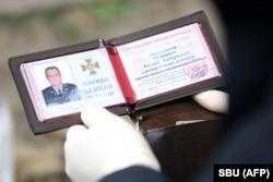 Удостоверение генерала Шайтанова, обвиненного в работе на российские спецслужбы