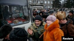 Ukrainanyň Içeri işler ministrliginiň resmisi ýaraşygyň gabawda galan ýaşaýjylary ewakuasiýa etmek üçin baglaşylandygyny aýtdy.