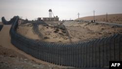 Mnogi Izraelci putuju na Sinajsko poluostrvu za vreme Pashe, ali je prelaz bio zatvoren od marta prošle godine zbog pandemije (na fotografiji izraelsko-egipatska granica)