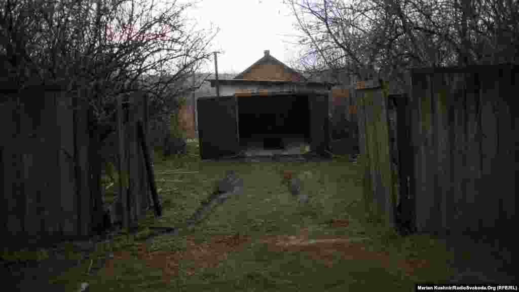 Ворота відчинені, але зайти бажання не виникає