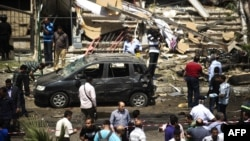 Եգիպտոս - Մարդիկ հավաքվել են երկրի ներքին գործերի նախարարի դեմ տեղի ունեցած հարձակման վայրում, Կահիրե, 5-ը սեպտեմբերի, 2013թ․