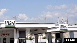 В Грузии многие выступают за введение контролянад ценообразованием на бензин, сахар и фармацевтическую продукцию