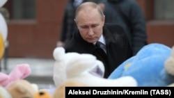 Putin yong'in chiqqan savdo markazini bevosita borib ko'rdi.
