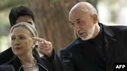 Државниот секретар на САД Хилари Клинтон и авганистанскиот претседател Хамид Карзаи, Кабул 7 јули, 2012.