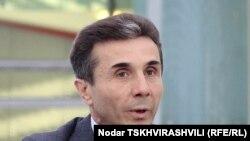 Однако, если до парламентских выборов судебный процесс не завершится, или Бидзина Иванишвили проиграет его, то он будет лишен возможности принять участие в предвыборной кампании