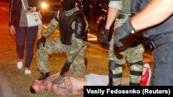 Фото хлопця, якого в соцмережах називали загиблим і завдяки татуюванням вважали Євгеном Заїчкіним