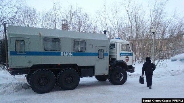 """На шахте """"Северная"""" в Воркуте проходят обыски, территория оцеплена. Фото Петра Шеломовского"""