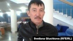 Еңбек жәрмеңкесіне келген қала тұрғыны Абдул Сүлеймен. Астана, 27 наурыз 2014 жыл.