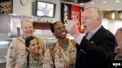 Стени Хойер становится вторым номером в конгрессе нового созыва. С американскими военнослужащими в Багдаде