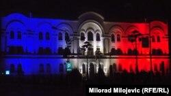Banski dvori u bojama francuske zastave, foto: Milorad Milojević
