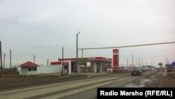 Нохчийчоь -- Ша шерашкахь дIахIоттийна хIара бензинан станци Iедалша йохор ю аьлча, ша-шена тапча тоьхна бизнесхочо Мисляев Руслана, ЧIуьлга-Юрт, 26Feb2013