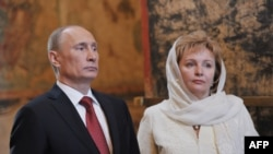 The Russian blogosphere has been awash with quips and comments since President Vladimir Putin and his wife Lyudmila announced that they were about to divorce. (file photo)