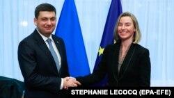 Прем'єр-міністр України Володимир Гройсман і Верховна представниця Євросоюзу з питань зовнішньої політики Федеріка Моґеріні в Брюсселі, 17 грудня 2018 року
