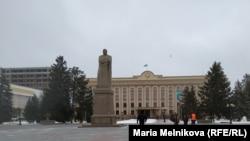 Центральная площадь в Уральске.