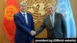 Алмазбек Атамбаев и Антониу Гутерреш. Нью-Йорк, 20 сентября 2017 года.