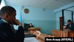 На суде по делу Жаксылыка Батанова, обвиняемого в заведомо ложном сообщении о бомбе. Актобе, 9 февраля 2017 года.
