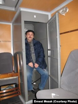 """""""Стакан"""" в полицейском автозаке"""