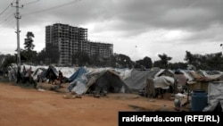 """Трущобы индийского города Бангалор. Понятие """"чистая вода"""" здесь отсутствует в принципе"""