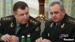 Степан Полторак (п) і Віктор Муженко