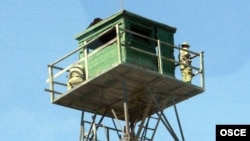 Вышка наблюдения на таджикско-афганской границе, 6 апреля 2011 года.
