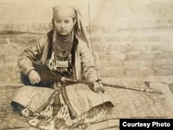 Дутарчы кыз, С. Дудиндин сүрөтү, 1885-1892-жж.