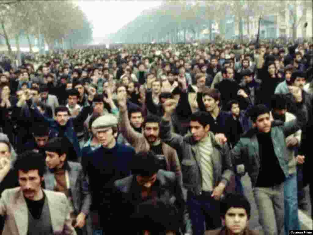 صحنه ای از فیلم مستند پیش از انقلاب