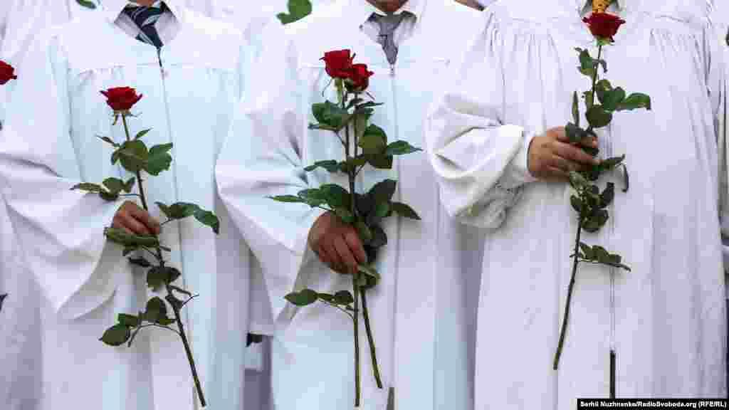 Троянда – символ Христа. П'ять пелюсток символізують п'ять ран Христових