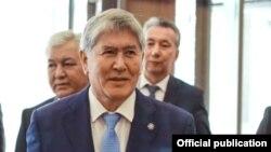 Бывший президент Кыргызстана Алмазбек Атамбаев на съезде правящей Социал-демократической партии Кыргызстана (СДПК). Бишкек, 31 марта 2018 года.
