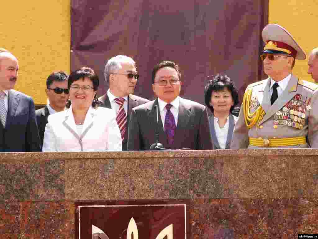Президент Монголии Цахиагийн Елбегдоржс супругой.