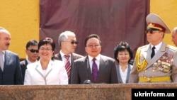 Президент Монголії Цахіаґійн Елбеґдорж із дружиною під час візиту до Львова
