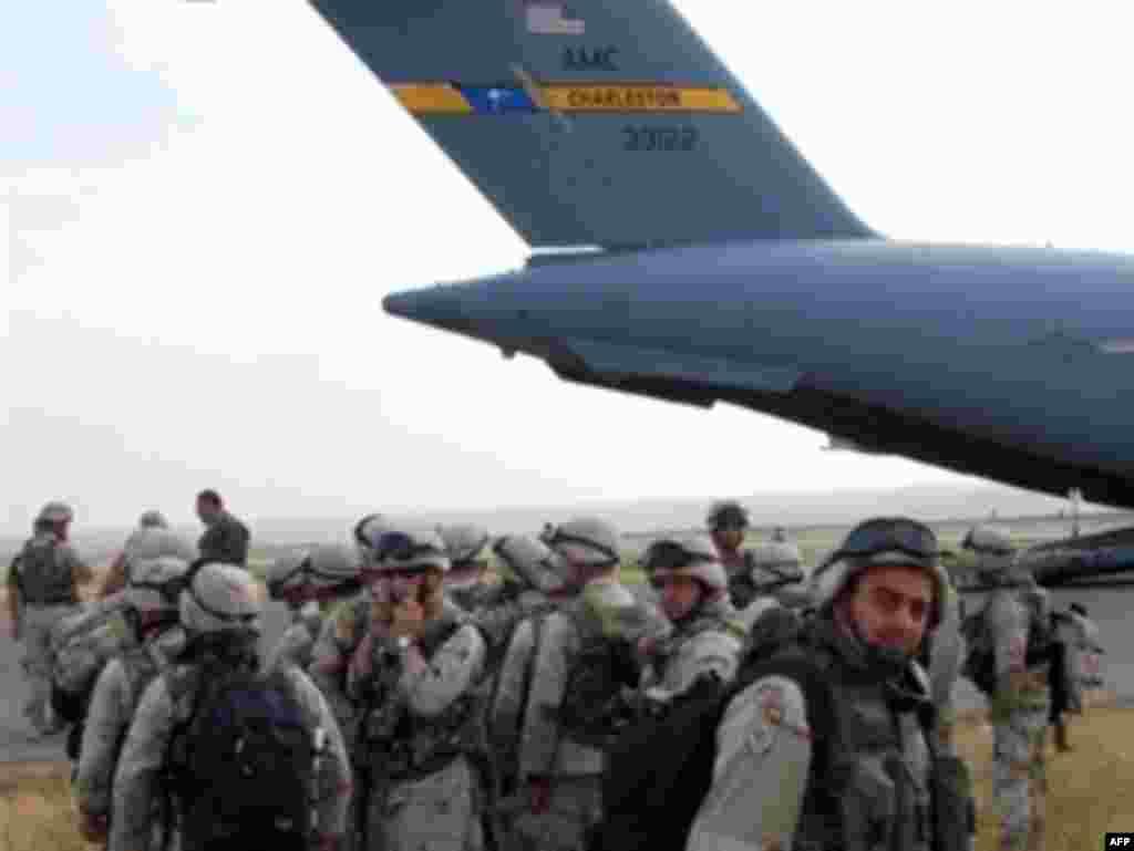 Američkim vojnim avionom iz Iraka je u Gruziju vraćeno 2.000 gruzijskih vojnika - Američkim vojnim avionom iz Iraka je u Gruziju vraćeno 2.000 gruzijskih vojnika