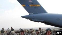 С иракского фронта на осетинский. В понедельник США перебросили в Тбилиси часть грузинского контингента из состава многонациональных сил и удостоились за то порицания от Владимира Путина