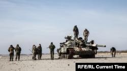 Украинские военные в поисковой операции в районе донецкого аэропорта. 20 октября 2015 года.
